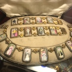 Jewelry set with portraits