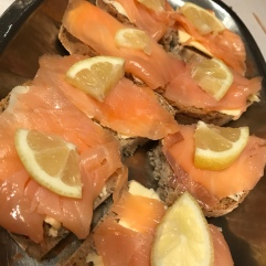 Fumed salmon with bread and butter and lemon slices